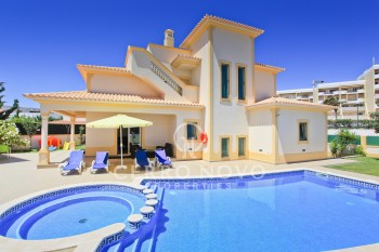 Impressive three bedroom villa with pool and basement spa