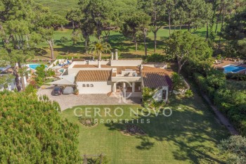 Charming, single storey villa with heated pool and golf views
