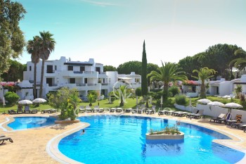 Apartments on Golf complex with  beautiful gardens and swimming pool