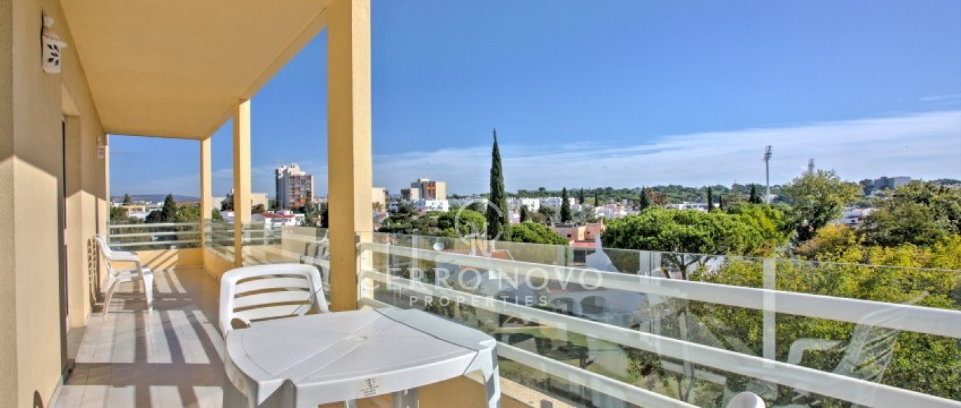 Spacious three bed apartment in the heart of Vilamoura with lovely views