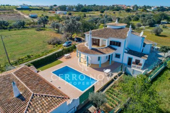 Spacious five (4+1) bedroom villa with private pool
