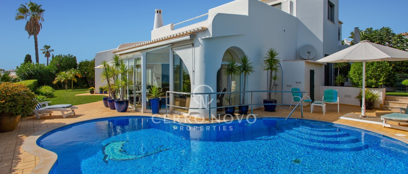 Attractive coastal villa with amazing sea views and private pool