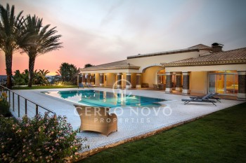 Stunning, luxury, five bedroom villa with breathtaking ocean views