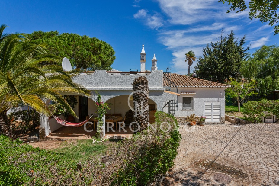 Character two bedroom villa close to beaches and bird reserve