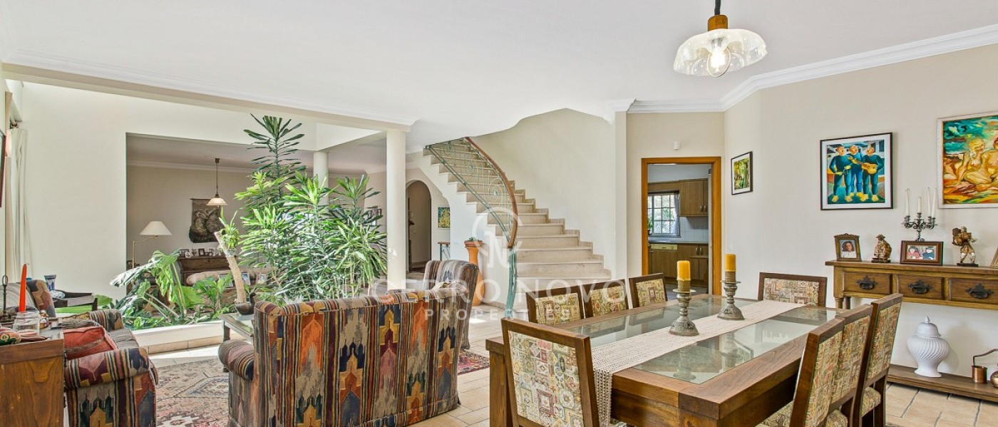 A Substantial Villa with Four Bedrooms, Swimming Pool & Sea View