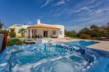 Spacious, detached villa with heated pool and gardens in a great location