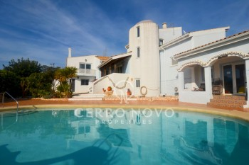 Spacious six bedrooms villa with private pool and large terraces