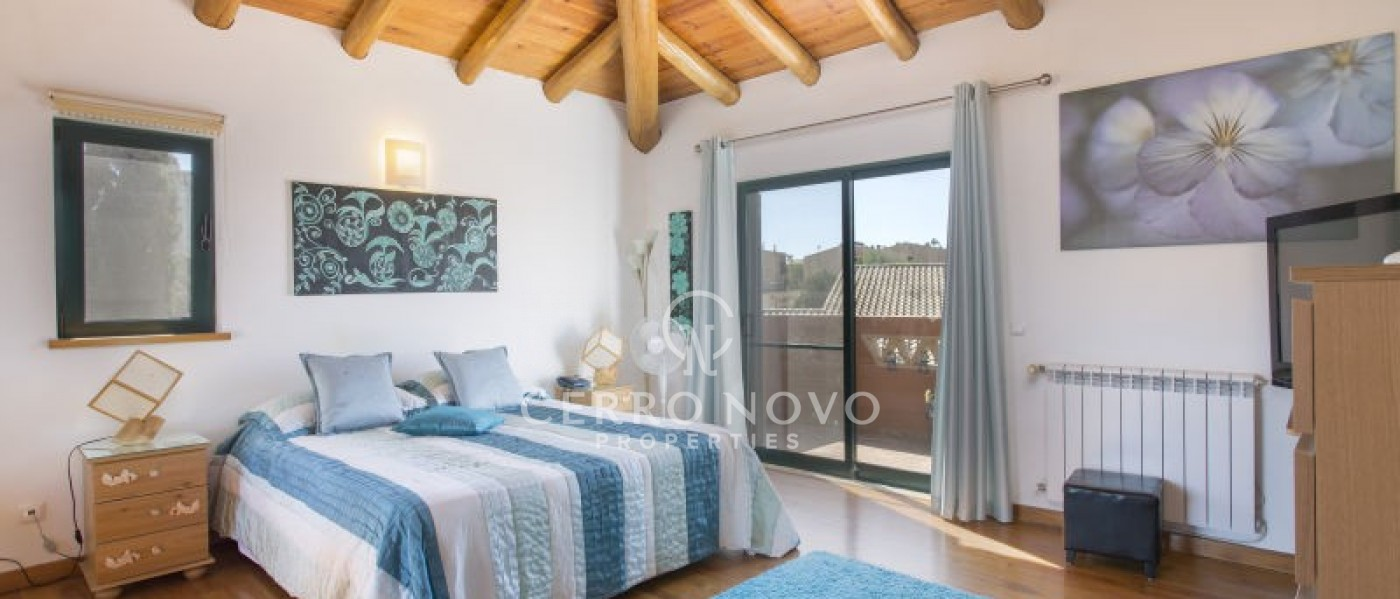 Excellent four (3+1) bedroom detached villa and pool