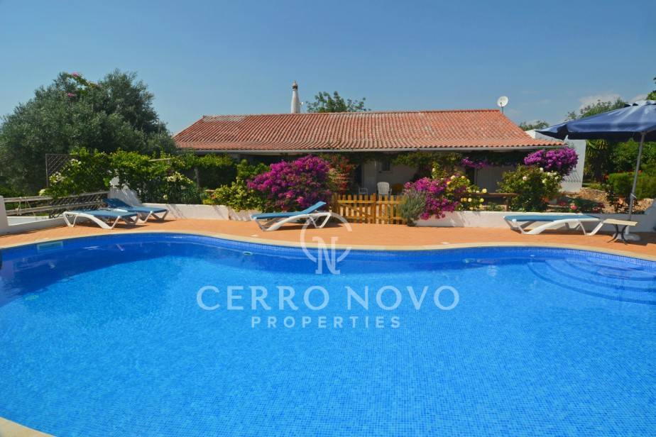 Beautiful four (3+1) bedroom farmhouse with mature gardens