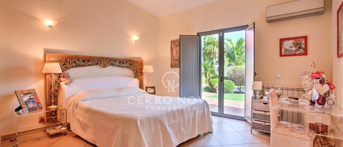 Amazing four bedroom villa with beautiful country views