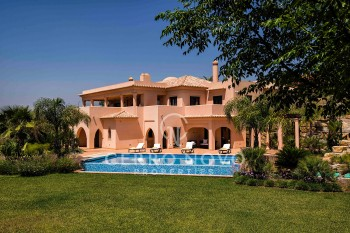 Five bedroom villa overlooking the golf course in the Algarve