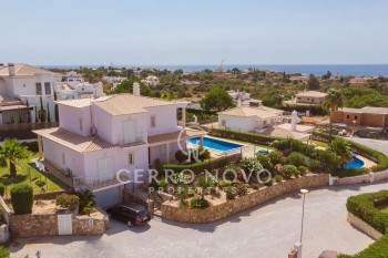Four bedroom villa with panoramic views over the countryside to the sea