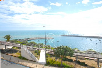 Two bedroom top floor apartment overlooking the harbour