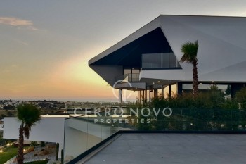 An Individually designed villa with outstanding ocean views