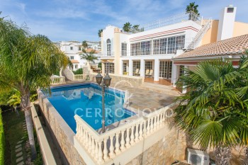 Stunning, luxury, four bedroom villa with breathtaking ocean views