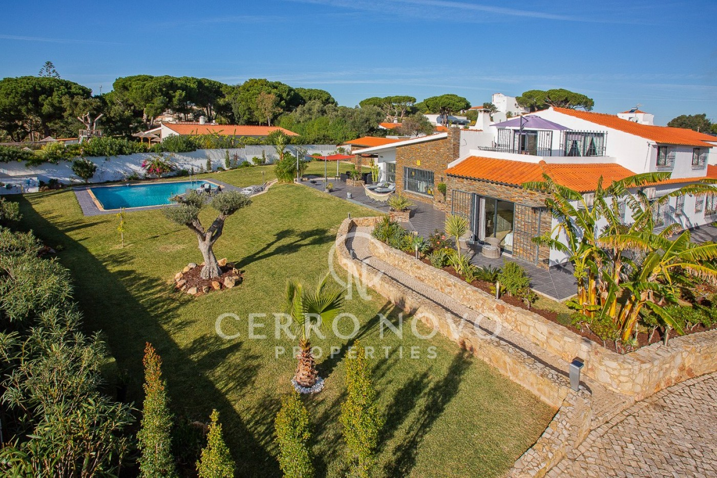 Remarkably stylish, south facing, five bedroom villa with private pool
