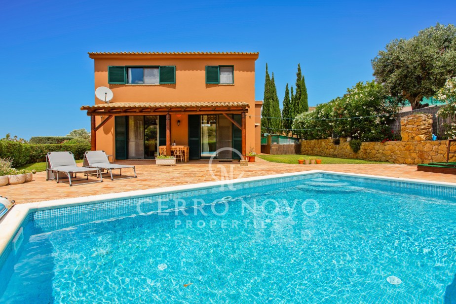 Lovely Villa with aircon & central heating plus a large pool