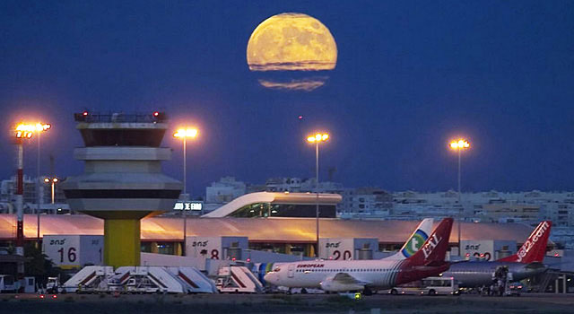 faro-airport-night